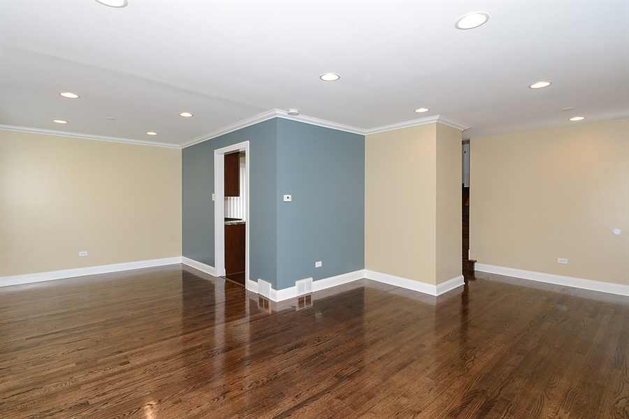 Real Estate Photography - 57 E 161st Pl, South Holland, IL, 60473 - Living Room