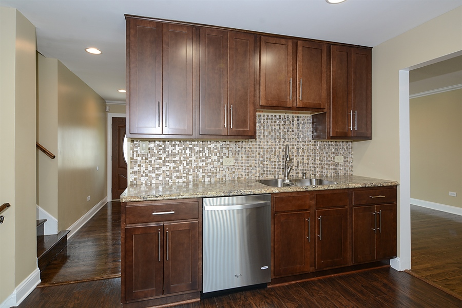 Real Estate Photography - 57 E 161st Pl, South Holland, IL, 60473 - Kitchen