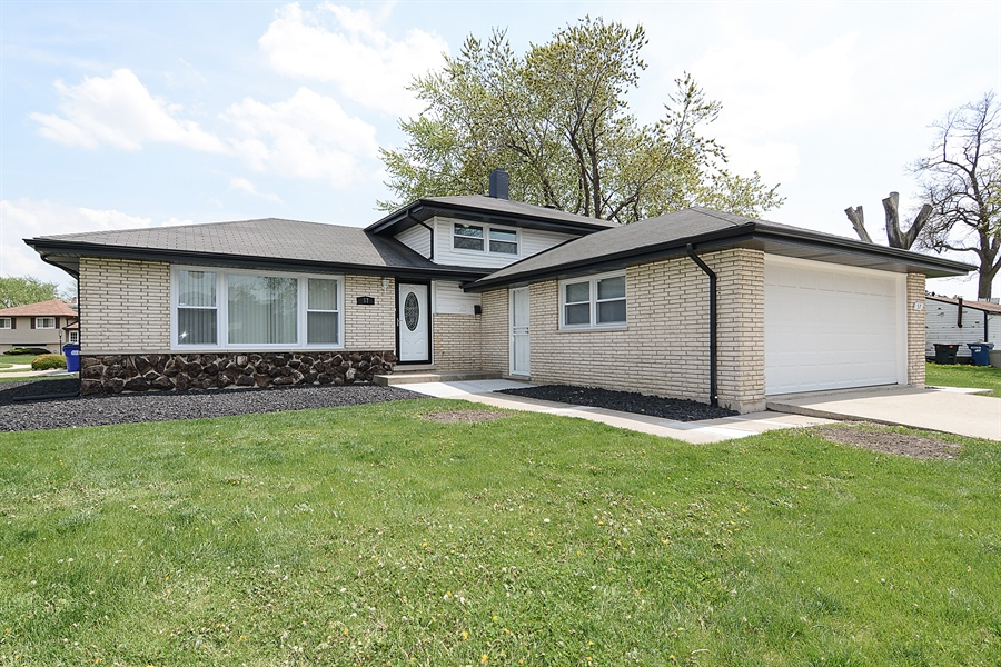 Real Estate Photography - 57 E 161st Pl, South Holland, IL, 60473 - Front View