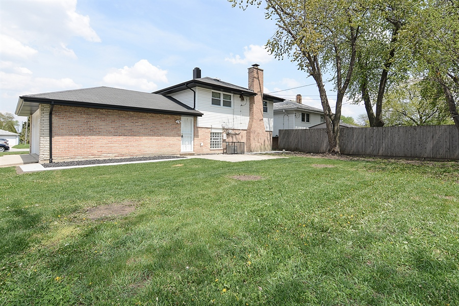 Real Estate Photography - 57 E 161st Pl, South Holland, IL, 60473 - Side Yard View