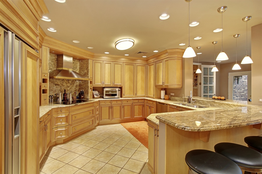 Real Estate Photography - 8400 Kearney, Downers Grove, IL, 60516 - Kitchen