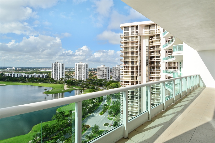 Real Estate Photography - 20155 NE 38th Ct, Apt 2103, Aventura, FL, 33180 - View