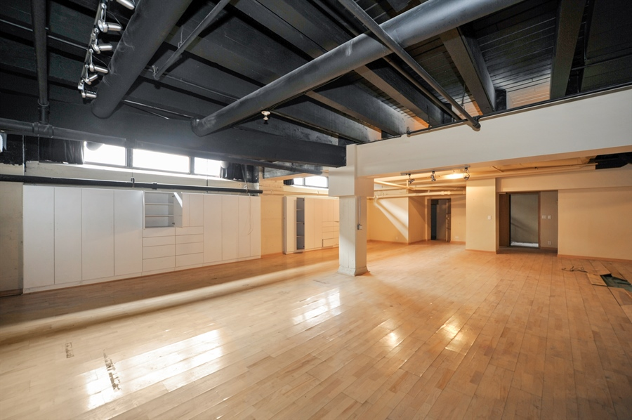 Real Estate Photography - 420 W Grand Ave, Unit 1A, Chicago, IL, 60654 - Lower Level