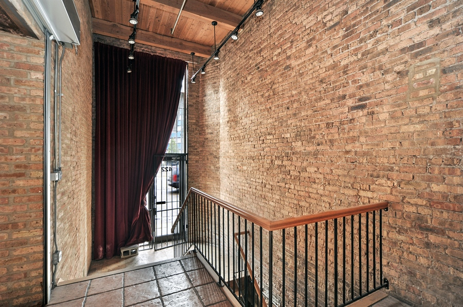 Real Estate Photography - 420 W Grand Ave, Unit 1A, Chicago, IL, 60654 - Foyer