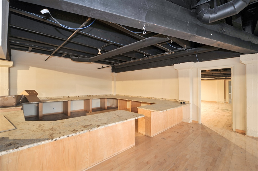 Real Estate Photography - 420 W Grand Ave, Unit 1A, Chicago, IL, 60654 - Office