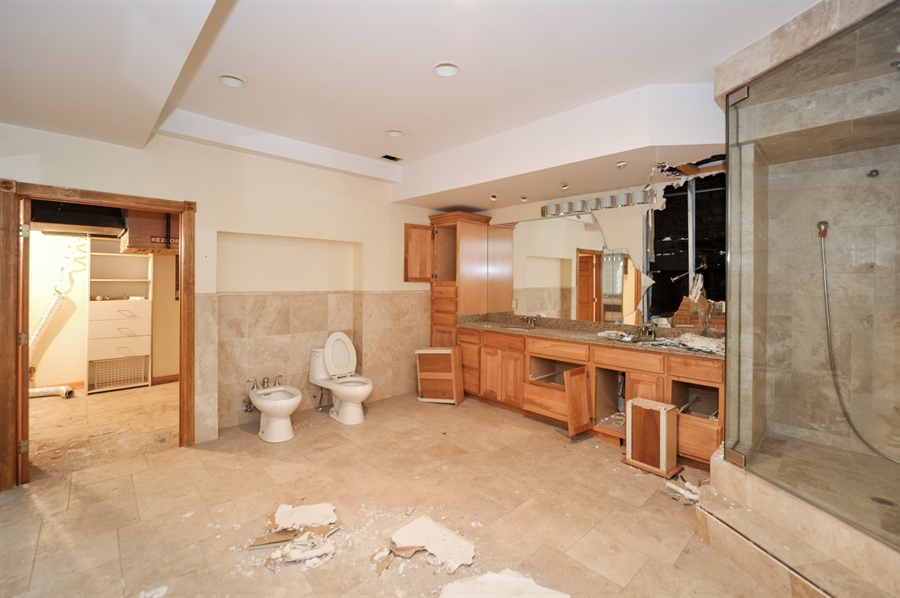 Real Estate Photography - 420 W Grand Ave, Unit 1A, Chicago, IL, 60654 - 2nd Bathroom