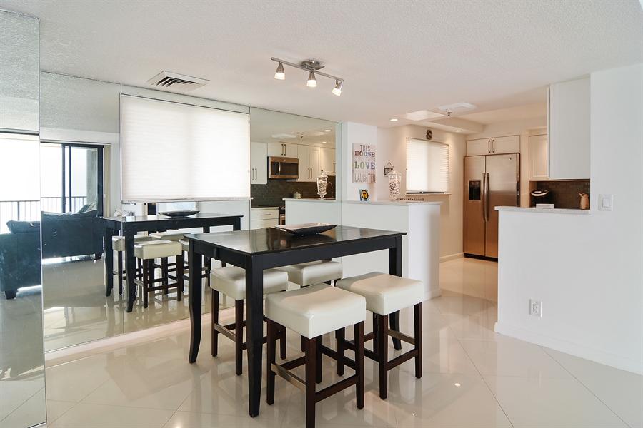 Real Estate Photography - 200 Ocean Trail Way, 902, Jupiter, FL, 33477 - Dining Room