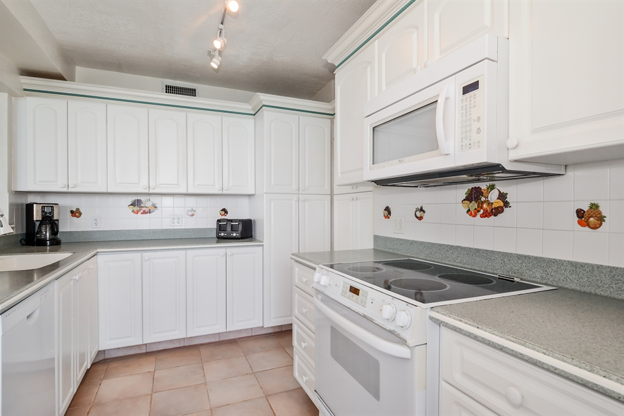 Real Estate Photography - 3505 S Ocean Dr, Unit 714, Hollywood, FL, 33019 - Kitchen