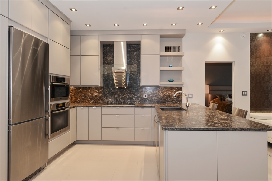 Real Estate Photography - 1696 S Ocean Ln, Apt 268, Ft Lauderdale, FL, 33316 - Kitchen