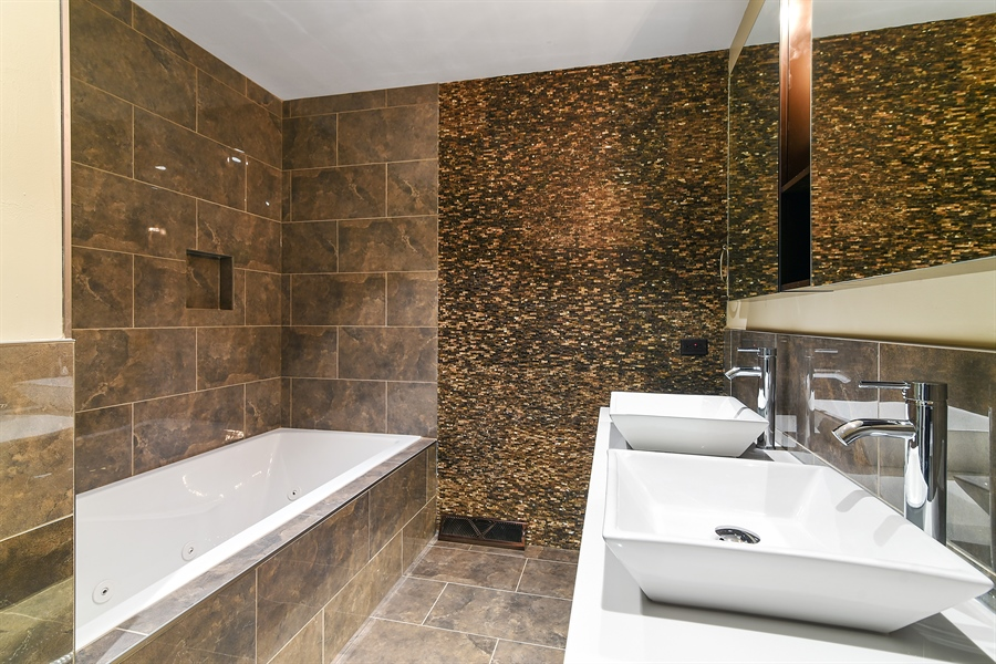 Real Estate Photography - 1914 E 170th Pl, South Holland, IL, 60473 - Master Bathroom