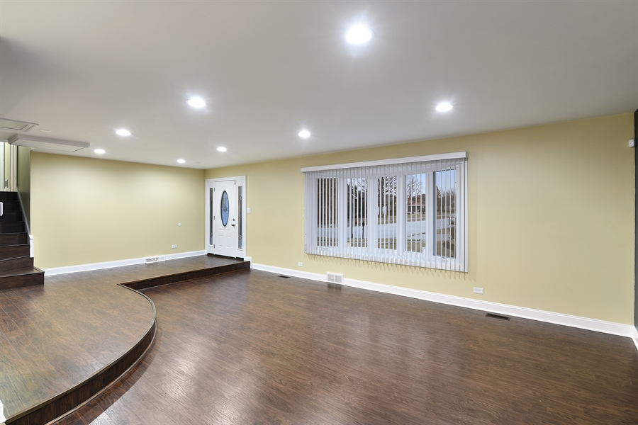 Real Estate Photography - 1914 E 170th Pl, South Holland, IL, 60473 - Foyer/Living Room