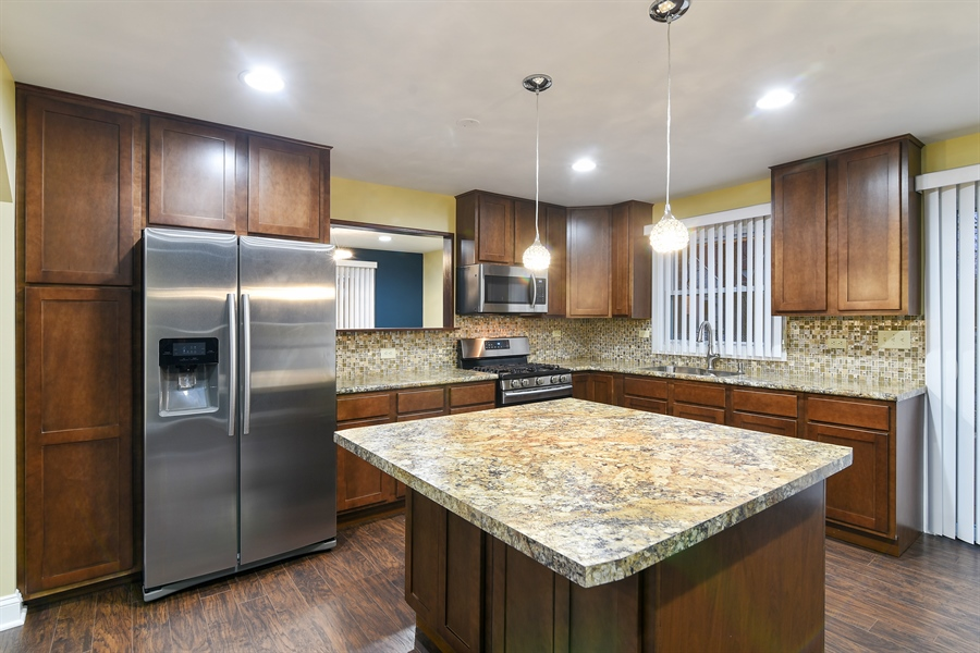 Real Estate Photography - 1914 E 170th Pl, South Holland, IL, 60473 - Kitchen
