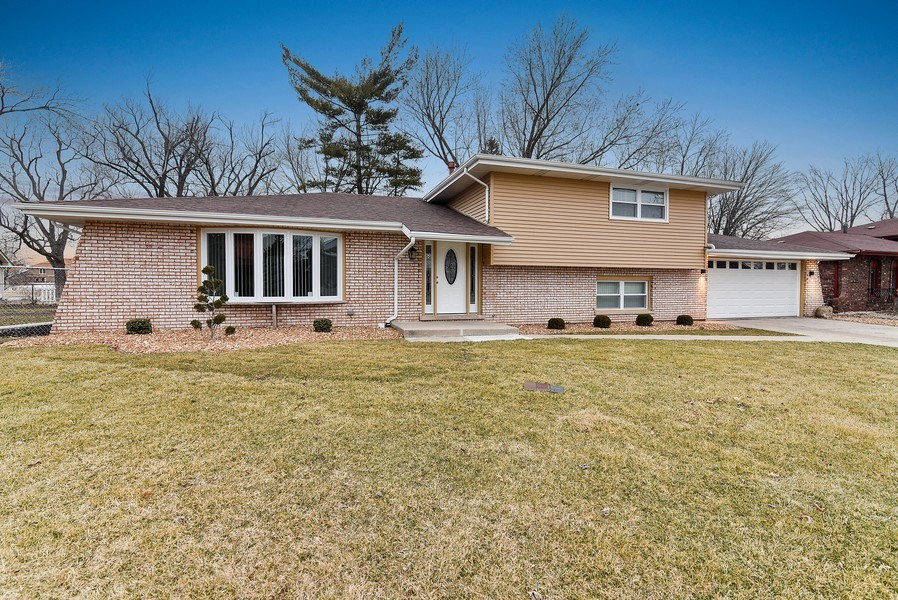 Real Estate Photography - 1914 E 170th Pl, South Holland, IL, 60473 - Front View