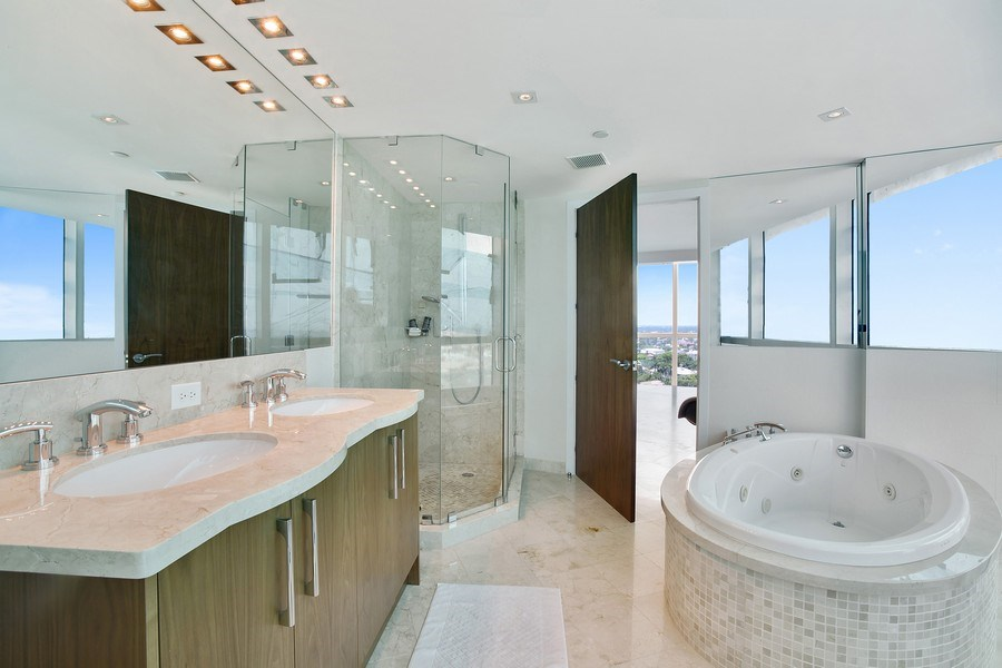 Real Estate Photography - 1200 Holiday Dr, Unit 1103, Fort Lauderdale, FL, 33316 - 2nd Bathroom