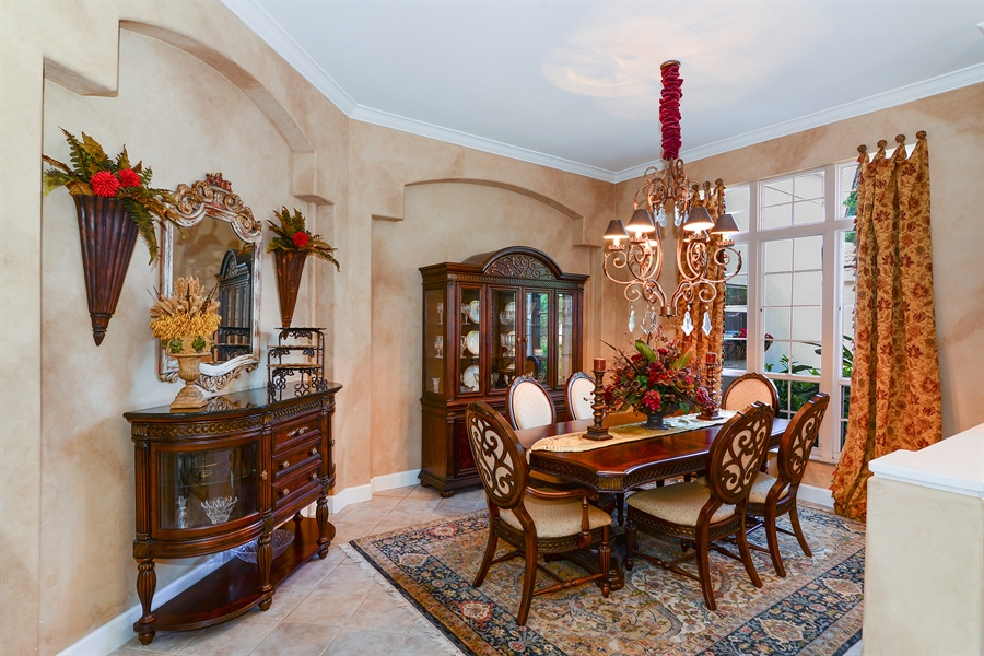 Real Estate Photography - 5124 Rue Vendome, Lutz, FL, 33558 - Dining Room