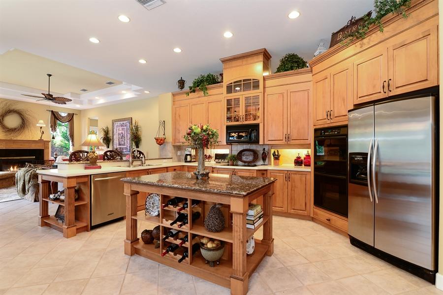 Real Estate Photography - 5124 Rue Vendome, Lutz, FL, 33558 - Kitchen