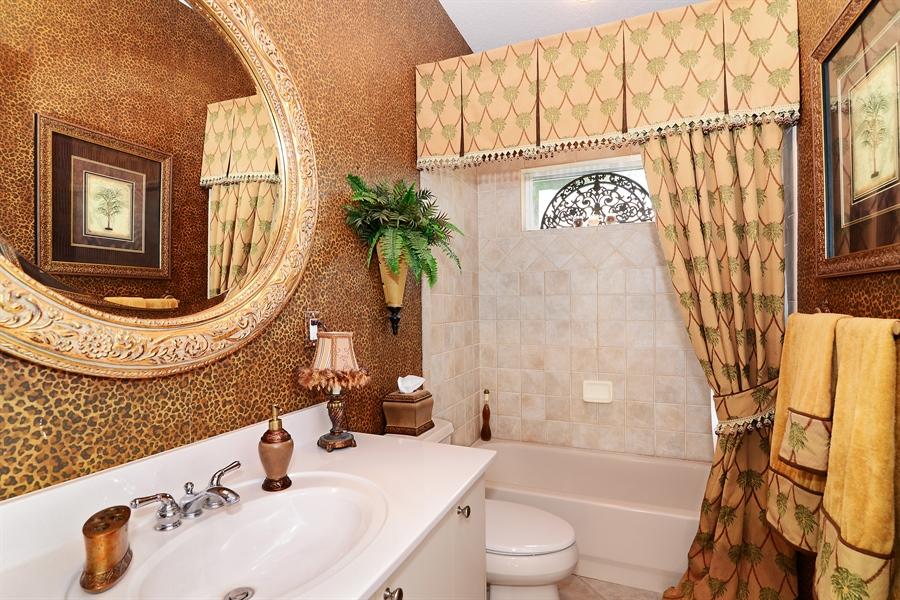 Real Estate Photography - 5124 Rue Vendome, Lutz, FL, 33558 - 2nd Bathroom