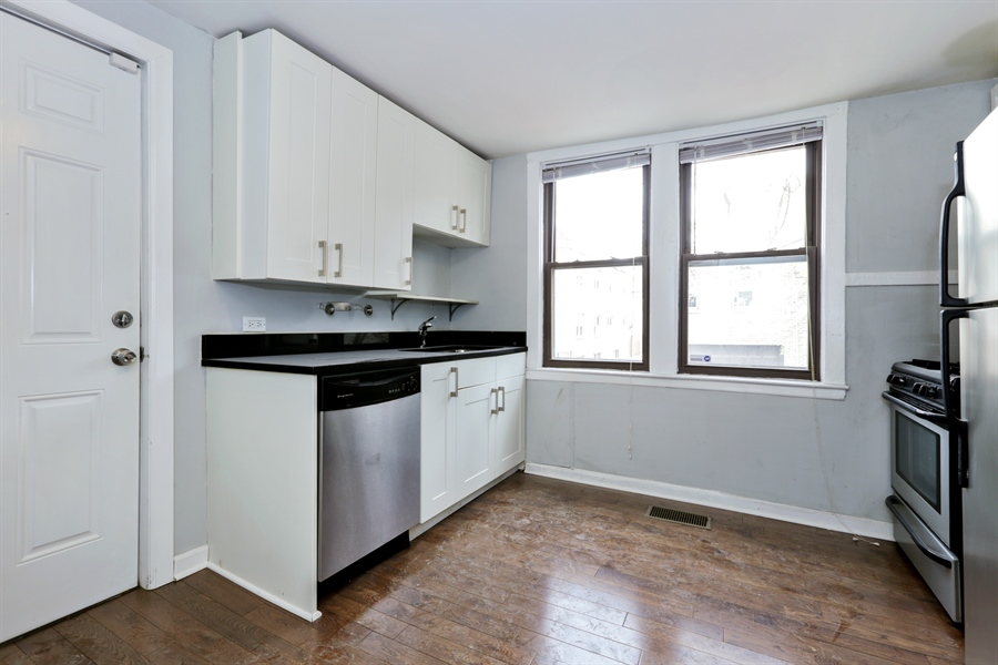 Real Estate Photography - 1861 N Hoyne Ave, Unit 1R, Chicago, IL, 60647 - Kitchen