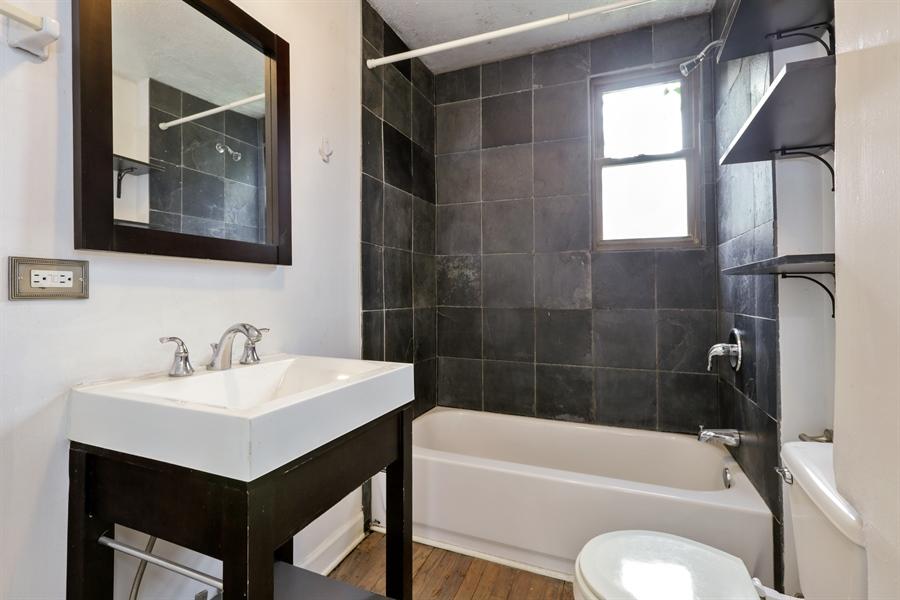 Real Estate Photography - 1861 N Hoyne Ave, Unit 1R, Chicago, IL, 60647 - Bathroom