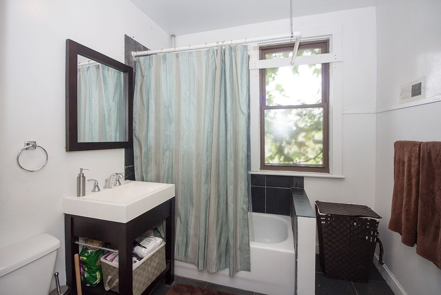 Real Estate Photography - 1861 N Hoyne Ave, Unit 1R, Chicago, IL, 60647 -