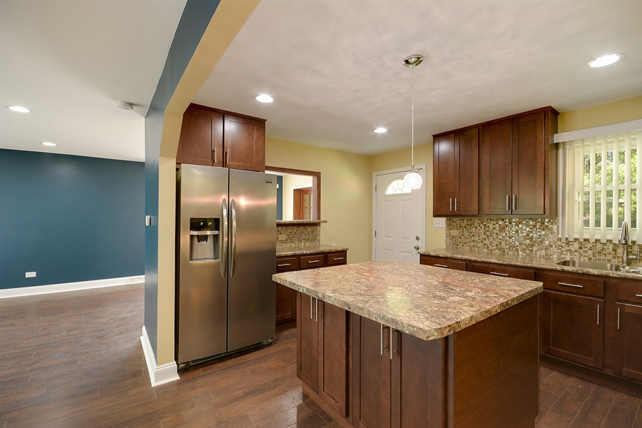 Real Estate Photography - 16357 Kenwood, South Holland, IL, 60473 - Kitchen