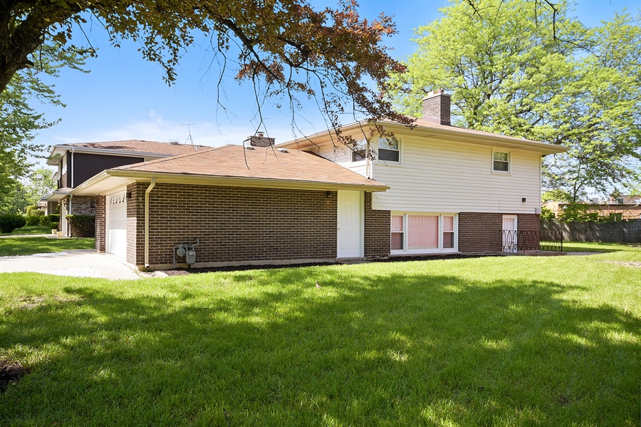 Real Estate Photography - 16357 Kenwood, South Holland, IL, 60473 - Side View
