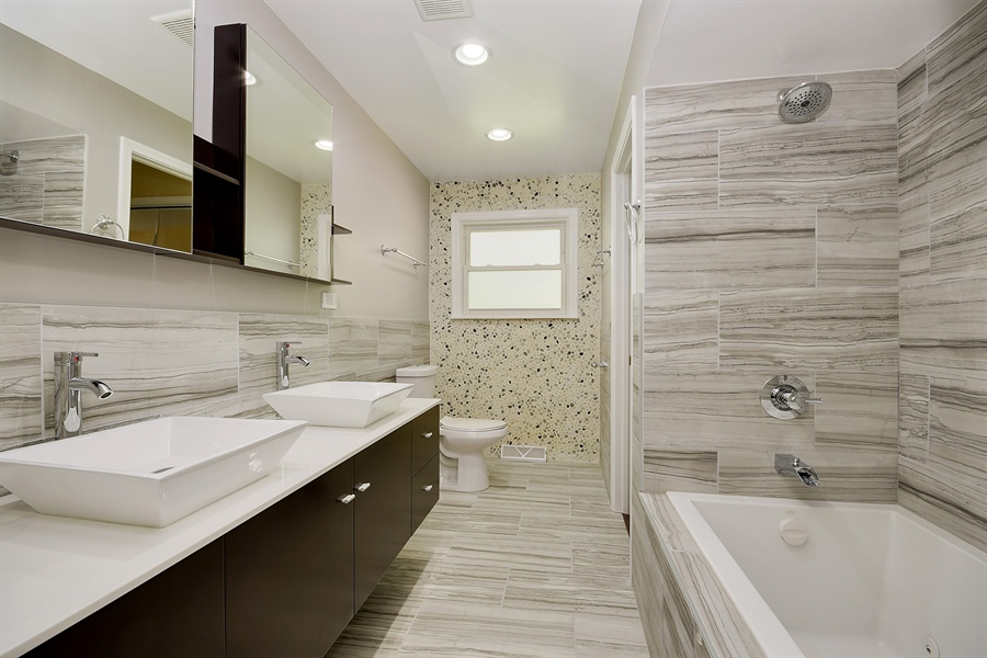 Real Estate Photography - 16357 Kenwood, South Holland, IL, 60473 - Bathroom