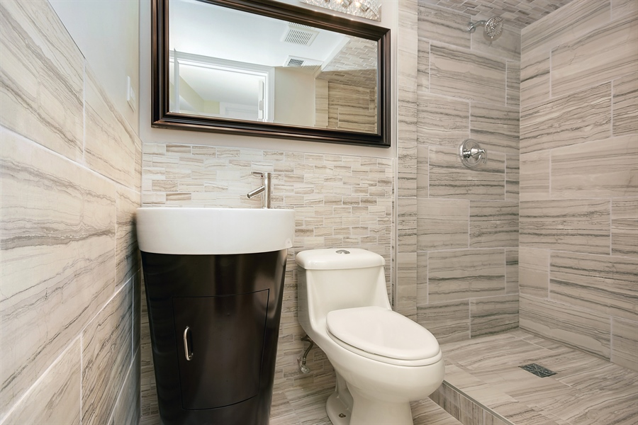 Real Estate Photography - 16357 Kenwood, South Holland, IL, 60473 - 2nd Bathroom
