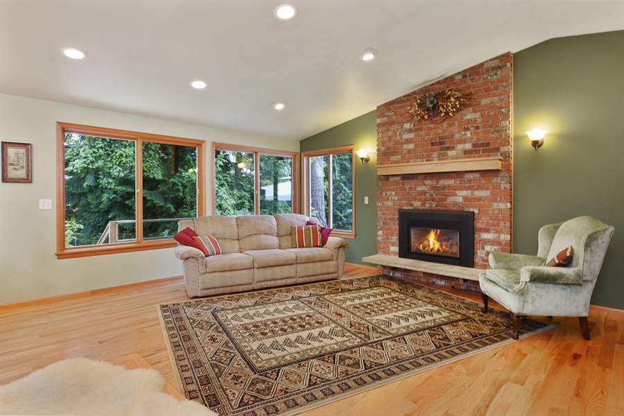 Real Estate Photography - 513 NW 197th St, Shoreline, WA, 98177 - Living Room