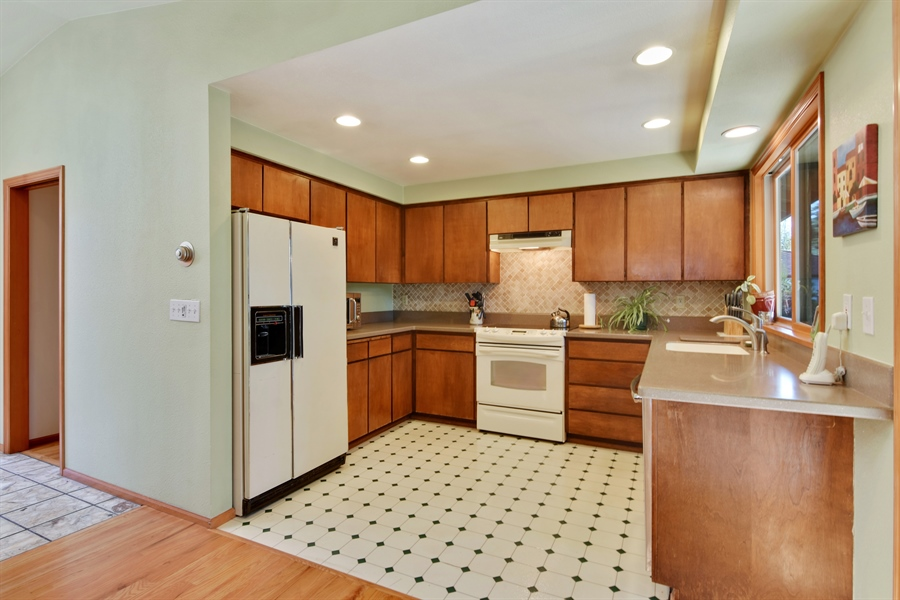 Real Estate Photography - 513 NW 197th St, Shoreline, WA, 98177 - Kitchen