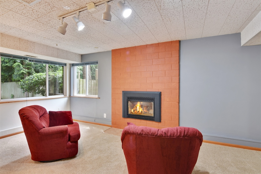 Real Estate Photography - 513 NW 197th St, Shoreline, WA, 98177 - Family Room
