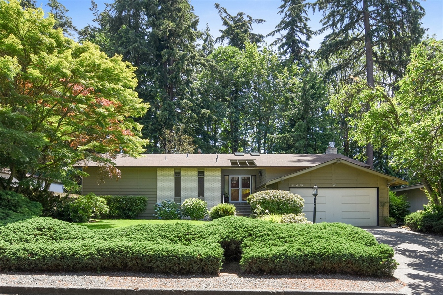 Real Estate Photography - 513 NW 197th St, Shoreline, WA, 98177 - Front View