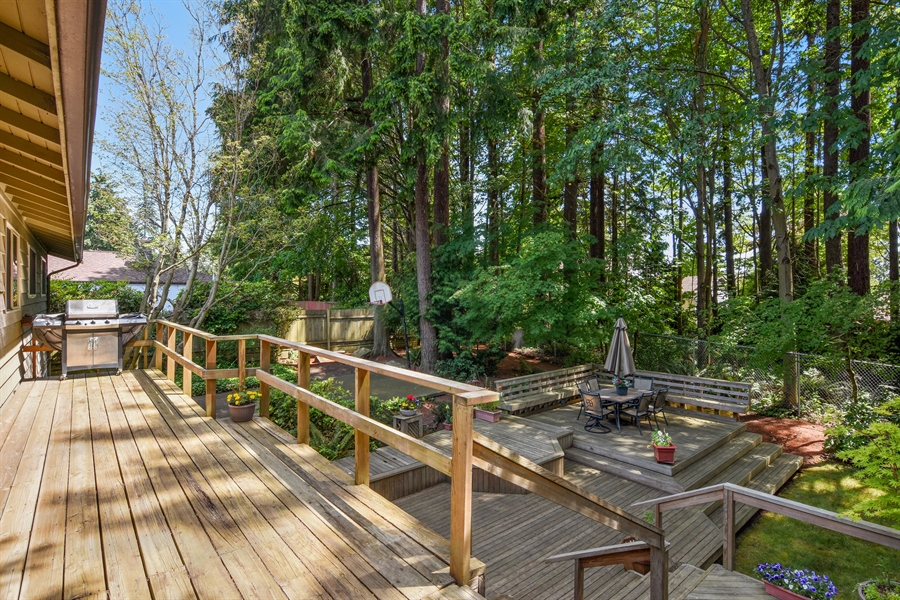 Real Estate Photography - 513 NW 197th St, Shoreline, WA, 98177 - Deck