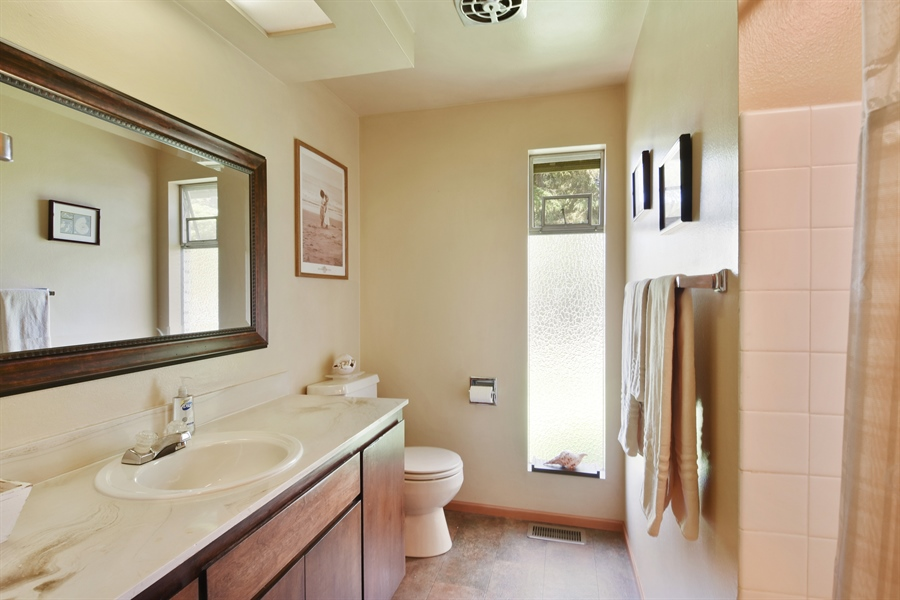 Real Estate Photography - 513 NW 197th St, Shoreline, WA, 98177 - Bathroom