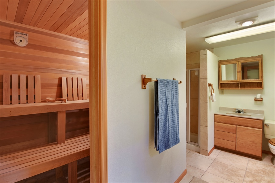 Real Estate Photography - 513 NW 197th St, Shoreline, WA, 98177 - 2nd Bathroom