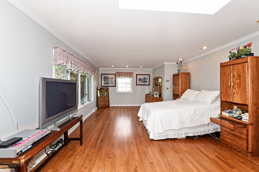 Real Estate Photography - 9 Charleston Rd, Hinsdale, IL, 60521 - Master Bedroom
