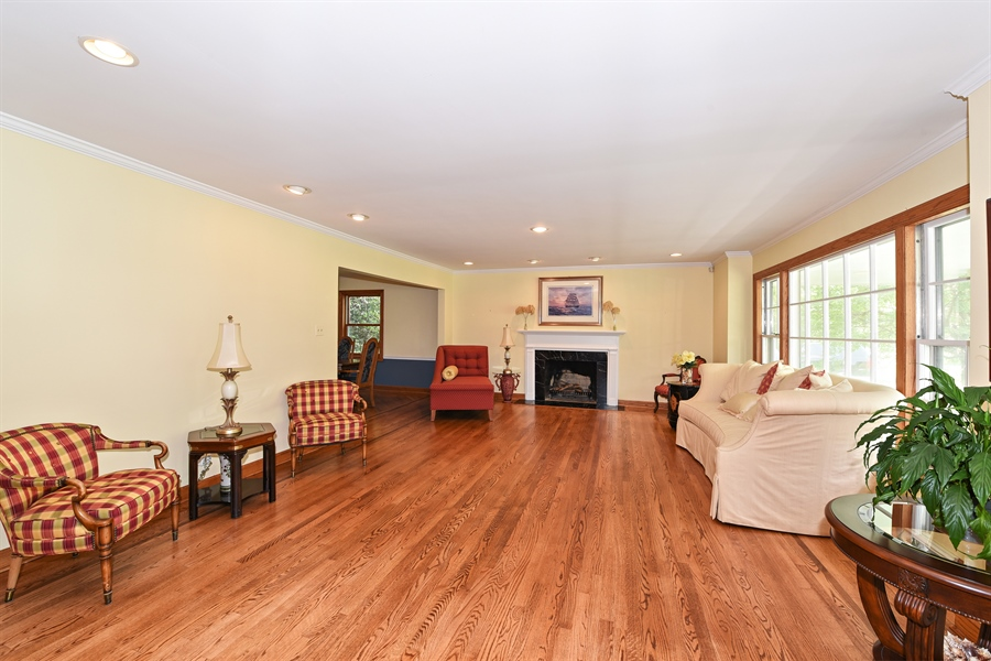 Real Estate Photography - 9 Charleston Rd, Hinsdale, IL, 60521 - Living Room