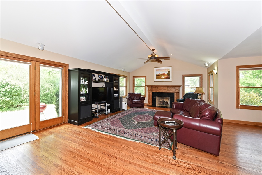 Real Estate Photography - 9 Charleston Rd, Hinsdale, IL, 60521 - Family Room