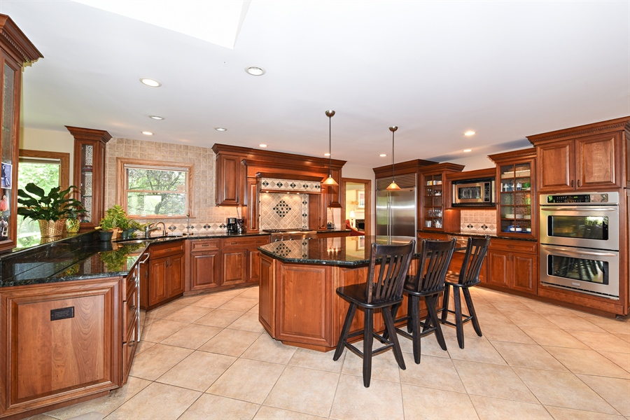 Real Estate Photography - 9 Charleston Rd, Hinsdale, IL, 60521 - Kitchen