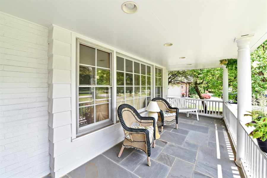 Real Estate Photography - 9 Charleston Rd, Hinsdale, IL, 60521 - Porch