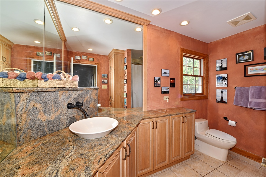 Real Estate Photography - 9 Charleston Rd, Hinsdale, IL, 60521 - 2nd Bathroom