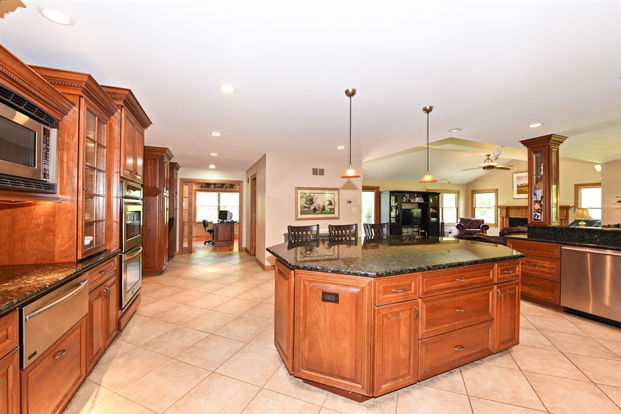 Real Estate Photography - 9 Charleston Rd, Hinsdale, IL, 60521 - Family Room / Kitchen