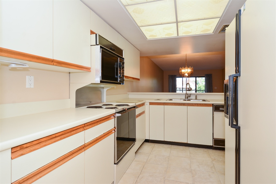 Real Estate Photography - 520 SE 12th St, Unit 103, Dania Beach, FL, 33004 - Kitchen