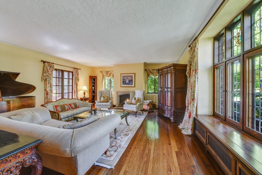 Real Estate Photography - 707 Taft Rd, Hinsdale, IL, 60521 - Living Room