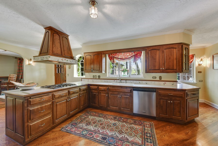 Real Estate Photography - 707 Taft Rd, Hinsdale, IL, 60521 - Kitchen