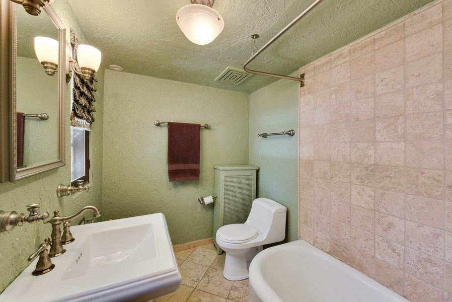 Real Estate Photography - 707 Taft Rd, Hinsdale, IL, 60521 - Bathroom
