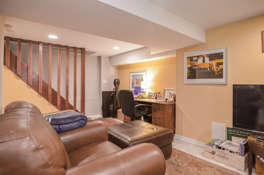 Real Estate Photography - 4022 N Kilbourn Ave, Chicago, IL, 60641 - Office