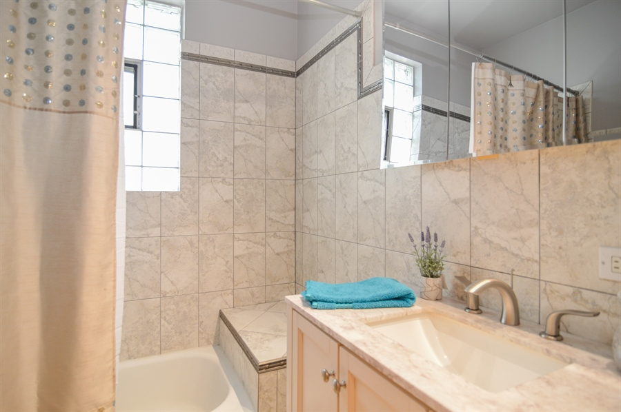Real Estate Photography - 4022 N Kilbourn Ave, Chicago, IL, 60641 - 2nd Bathroom