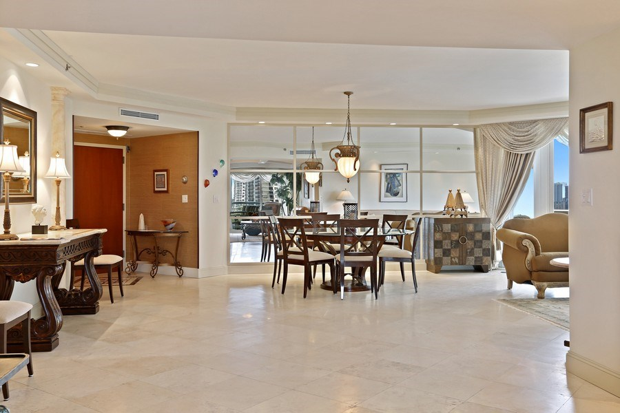 Real Estate Photography - 7000 Island Blvd, Apt 902, Aventura, FL, 33160 - Dining room_2