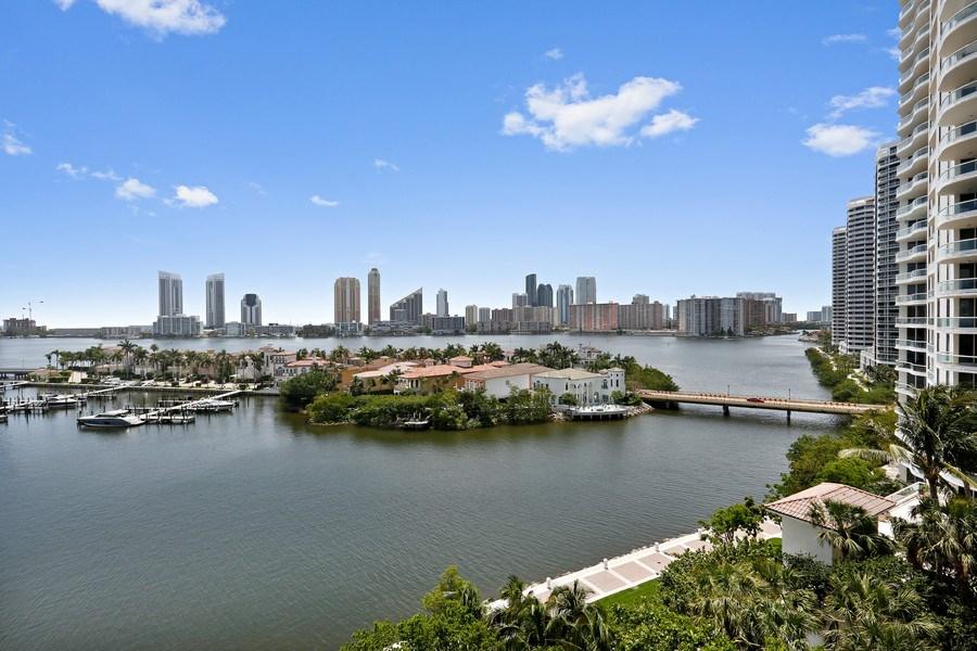 Real Estate Photography - 7000 Island Blvd, Apt 902, Aventura, FL, 33160 - South Exposure